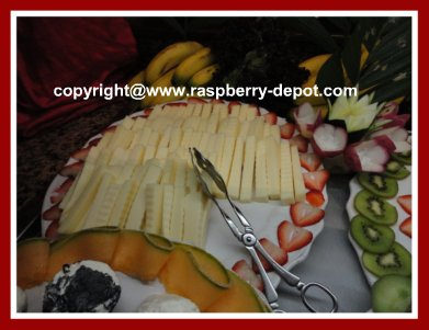 How to Decorate Food Trays with Fruit