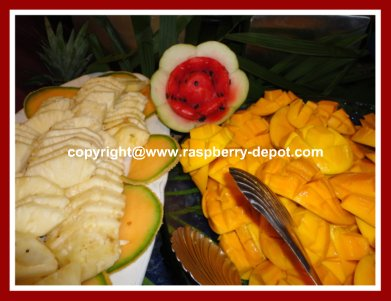 How to Decorate a Fruit Plate