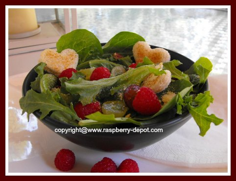Mixed Greens Lettuce Salad with Raspberries and Homemade Crotons