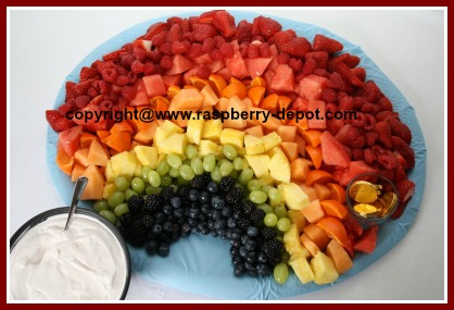 How to Make a Rainbow Fruit Tray for a Bridal Wedding Baby Shower #rainbowfruittray #bridalfruittray #babyshowerfruittray #showerfruittray