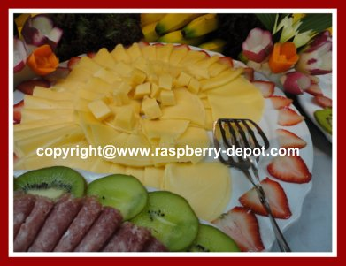 How to Decorate a Cheese Tray with Fruit