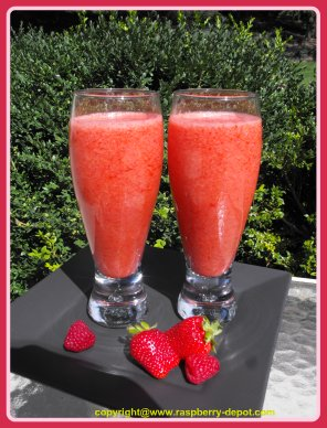 Low Fat Smoothie Recipe Made with Fresh Strawberries, Raspberries and Cranberry Juice