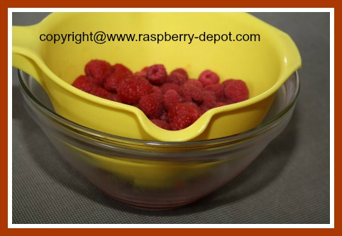 How to Thaw Frozen Raspberries for a Recipe