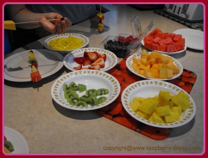 How to Make Fresh Fruit Kabobs /Skewers at Home